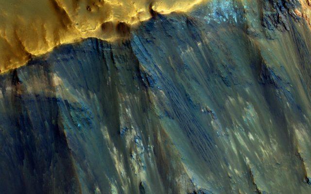 martian crater hues