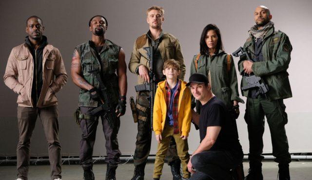 the predator cast photo shane black
