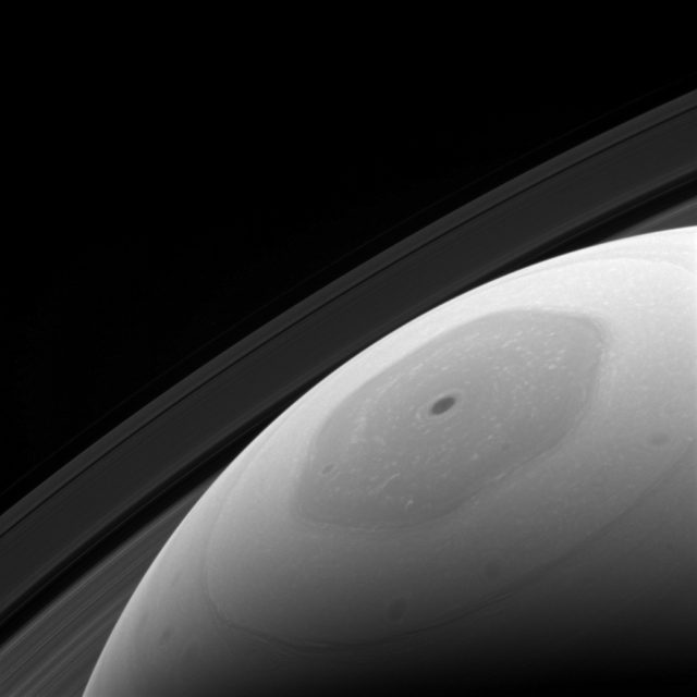 cassini capture's saturn's hexagon