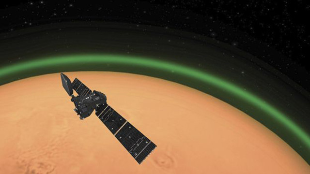 scientists green glow mars