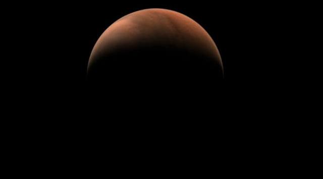 china's tianwen-1 crescent mars probe photos